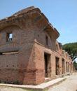 Ostia antica le insulae visite guidate archeorome for Antica finestra a tre aperture